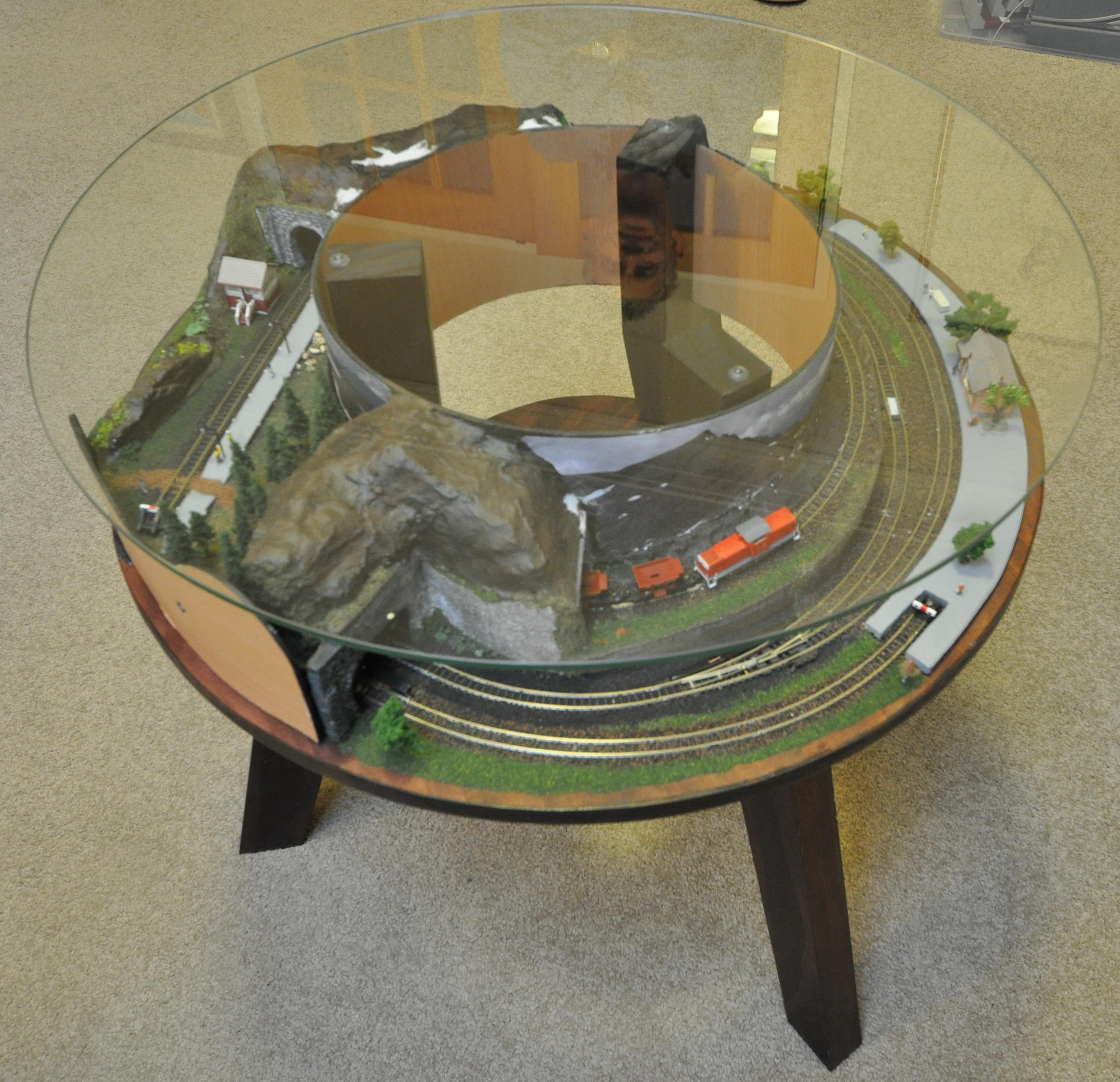 Z scale Annular Coffee Table Layout